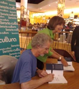 Philip Yancey autografando nosso livro